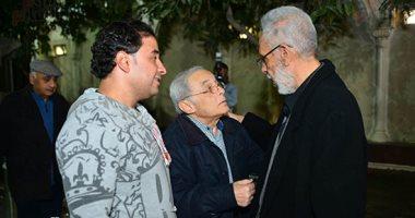 سميحة أيوب ورشوان توفيق يقدمان واجب العزاء فى زوجة عبد الرحمن أبو زهرة