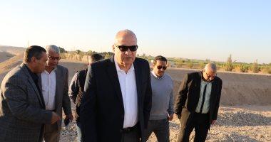 صور.. محافظ قنا يتفقد مخرات سيول المعنا وكرم عمران والكلاحين