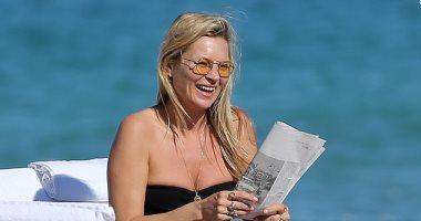 """كيت موس على الشاطئ بـ""""مايوه"""" سعره 250 جنيه استرلينى فى 10 صور"""