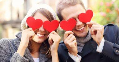 """""""مش بس هرمون حب وبيزود دقات القلب"""".. الأوكيستوسين ناقل عصبى يرتبط بالمشاعر والحب والأمومة.. يعالج الاكتئاب ويعزز صحة الحيوانات المنوية.. يتم إفرازه بغزارة فى حالات الحب.. وله دور فى تقوية العلاقات الاجتماعية"""