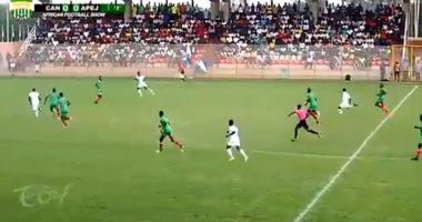 هدف خرافى فى الدوري الكاميرونى من 40 ياردة.. فيديو