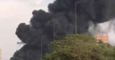 صور.. نجاة سائق عقب انقلاب سيارة محملة بالسولار من أعلى الطريق الدائرى
