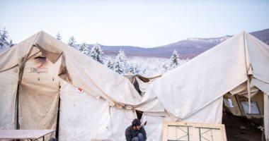 صور.. مهاجرون فى البوسنة يرفضون نقلهم بعيدا عن حدود الاتحاد الأوروبى