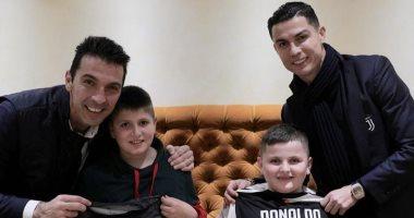 رئيس وزراء ألبانيا يحقق أمنية طفلين من مصابى الزلزال بمقابلة رونالدو وبوفون