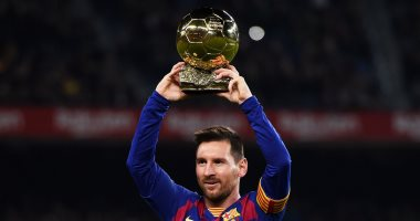 """برشلونة ضد مايوركا.. ميسي يقدم الكرة الذهبية لجماهير البارسا """"فيديو"""""""