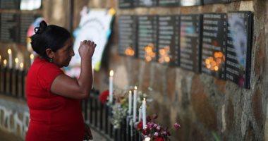 صور.. وقفة بالشموع خلال إحياء الذكرى الـ38 لمذبحة الموزوت بالسلفادور