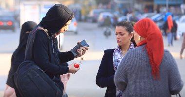 """""""بيبيع دهب امه بسبب الإدمان"""".. شوف رد فعل المصريين"""