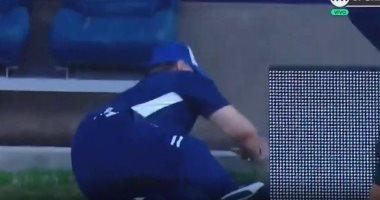 فيديو.. سقوط كوميدي لمارادونا فى مباراة فريقه بالدوري الأرجنتيني