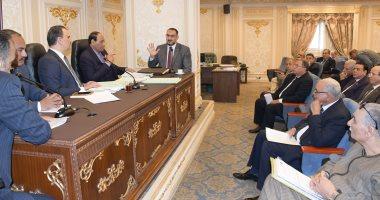 """""""شكاوى البرلمان"""" توافق على 5 طلبات لرصف وتطوير طرق ومزلقانات بالمحافطات"""