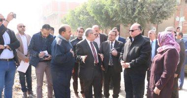 محافظ القاهرة يحيل مسئولى الإسكان والنظافة فى حلوان للتحقيق خلال جولة ميدانية