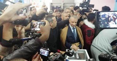 الجزائر تنتخب سابع رئيس لها وسط تأمينات مشددة لمواجهة المحتجين