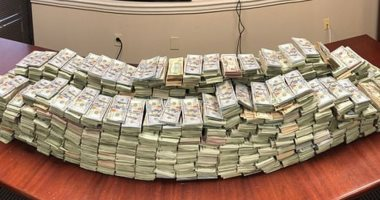 الشرطة الأمريكية تصادر 3 ملايين دولار مخبأة وسط لحوم الخنازير ..صور