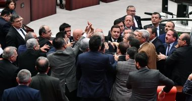 مشادة كلامية واشتباك داخل مجلس النواب التركى بسبب بيع مصنع الدبابات لقطر