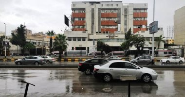 أمطار غزيرة على القاهرة الكبرى والمحافظات وانخفاض درجات الحرارة.. صور وفيديو