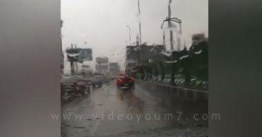شاهد.. حركة السيارات أعلى كوبرى أكتوبر وسط غزارة الأمطار