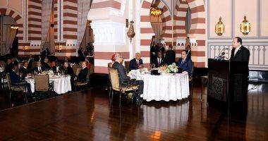 صفحة المتحدث باسم الرئاسة تنشر صور مأدبة عشاء الرئيس للمشاركين فى منتدى أسوان