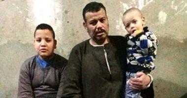 مأساة أسرة بسوهاج بعد وفاة عائلها الوحيد.. فيديو وصور