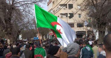 المئات يتوافدون إلى ساحة البريد فى الجزائر رفضاً للانتخابات