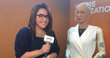 """برنامج """"اليوم"""" ينفرد بأول حوار لـ""""الروبوت صوفيا"""" على هامش منتدى شباب العالم"""