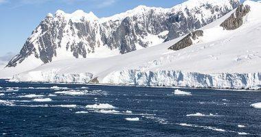 باحثون يكتشفون بحيرة مزدهرة بالحياة الميكروبية فى أنتاركتيكا