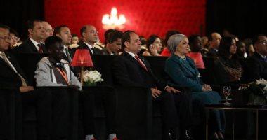 الرئيس السيسي وحرمه يشهدان عرض مسرحية المحاكمة على مسرح شباب العالم