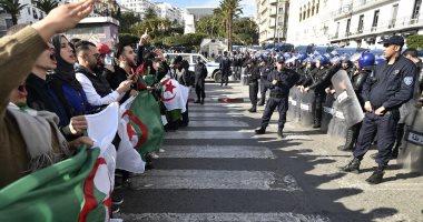 """إعلان نتيجة الانتخابات الرئاسية بالجزائر اليوم.. التقارير الأولية تشير إلى حسم """"عبد المجيد تبون"""" النتيجة بحصوله على 64% من الأصوات.. وتشديدات أمنية مكثفة لمواجهة المظاهرات فى العديد من المدن الجزائرية"""