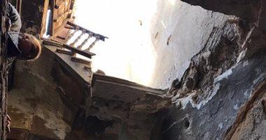 صور.. الحماية المدنية تنقذ سيدتين و5 أطفال من انهيار سلم عقار بباب الشعرية