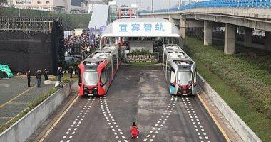 قطار صينى بتكلفة 120 مليون جنيه استرلينى يعمل على سكك حديد افتراضية.. صور