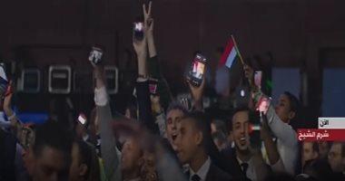 صورة الرئيس على هواتف المشاركين بمنتدى شباب العالم