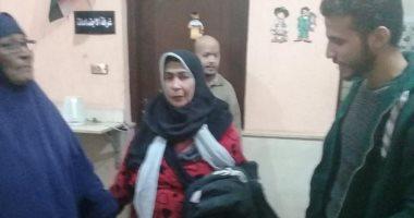 صور.. تضامن الإسكندرية تنقذ سيدة من الصقيع و تنقلها لدار رعاية