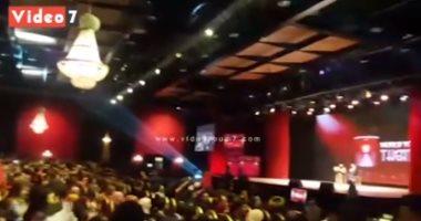 فيديو.. أغانى Merry Christmas وديسباسيتو على مسرح منتدى شباب العالم