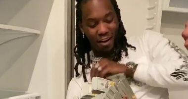 500 ألف دولار وسهرة بنادى تعرى.. هدية كاردى بى لزوجها بعيد ميلاده.. فيديو وصور