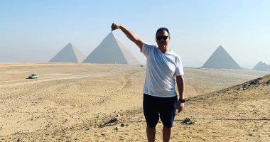 نجل أسطورة المخدرات الكولومبى بابلو إسكوبار يزور المتحف المصرى والأهرامات.. صور