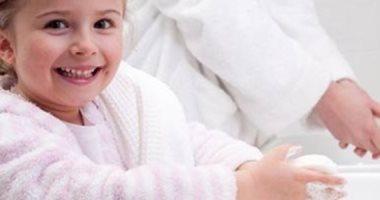 انخفاض حالات الإصابة بكورونا بين الأطفال بأمريكا بنسبة 14٪