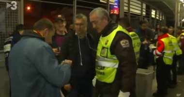 """برشلونة ضد الريال.. أمن """"كامب نو"""" يفتش طعام الجماهير قبل الكلاسيكو """"فيديو"""""""