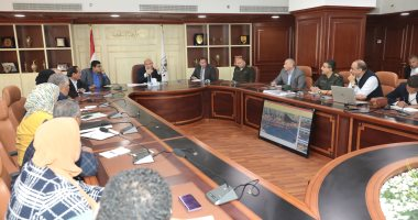 محافظ بنى سويف يناقش تعديل تصميم مشروع تطوير كورنيش النيل