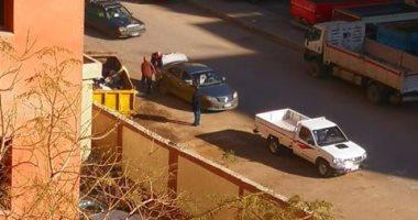 """حى المعصرة يستجيب """"لصحافة المواطن"""" ويرفع القمامة بشارع ترعة حدائق حلوان"""