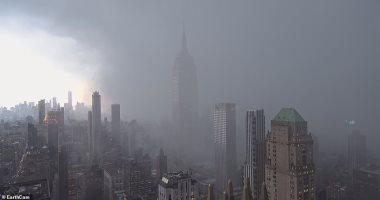 شاهد.. لحظة اجتياح عاصفة ثلجية لسماء نيويورك وتساقط غزير للأمطار والثلوج
