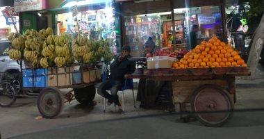 قارئ يشكو من فوضى انتشار الباعة الجائلين والقمامة والتكاتك بشوارع المنيل
