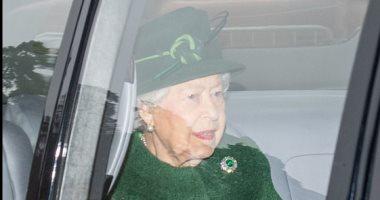 الملكة اليزابيث تتألق باللون الأخضر قبل احتفالات الكريسماس.. شوفى إطلالتها