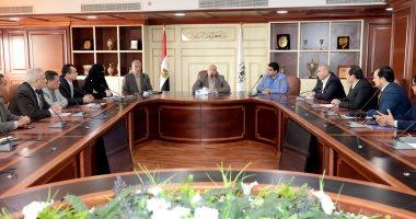 محافظ بنى سويف يبحث مع مندوب مجلس الوزراء الدفع بالمشروعات المتعثرة
