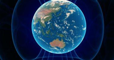 العلماء يطاردون القطب الشمالى المغناطيسى للأرض منذ سنوات.. تقرير يوضح