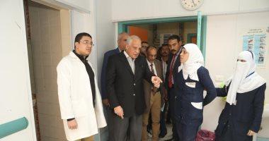 محافظ الجيزة يحيل طبيب وفنى تحليل للتحقيق بمستشفى أبو النمرس