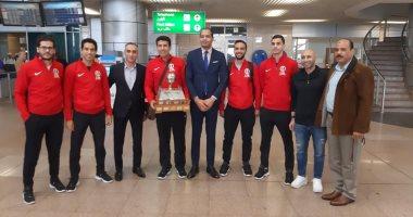 أبطال الاسكواش يصلون القاهرة بعد التتويج ببطولة العالم فى أمريكا