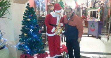 القارئ شريف غنام يشارك صورته فى إحدى المولات التجارية للاحتفال بالكريسماس