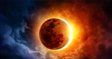 6 خرافات فسرت كسوف الشمس.. رأس الشيطان بتدور حواليها وبتتخانق مع القمر