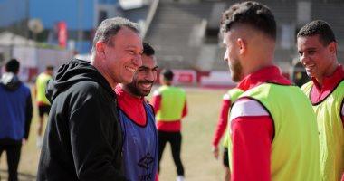 الخطيب يحفز لاعبى الأهلى قبل مواجهة النجم ويجتمع مع عبد الحفيظ