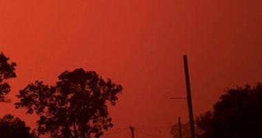حرائق الغابات تجعل سماء إستراليا لونها احمر