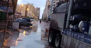 استمرار هطول الأمطار بالإسكندرية والسكرتير العام يتابع تصريف المياه.. صور