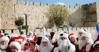 """مجموعة """"بابا نويل"""" تزور القدس القديمة إحتفالا بعيد الميلاد"""